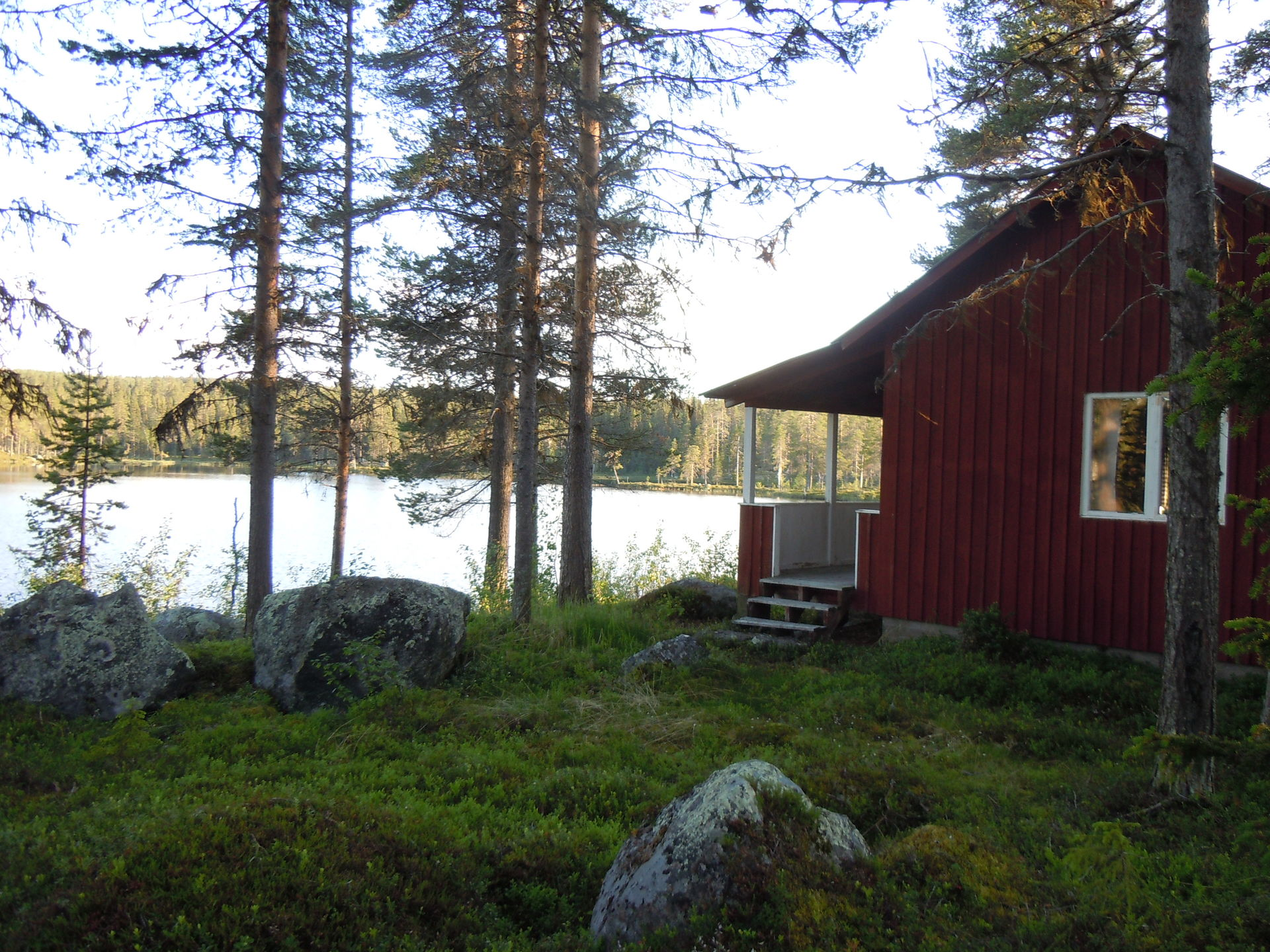 Cottage with fishing in the wilderness