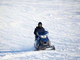Snowmobile tours in Lapland